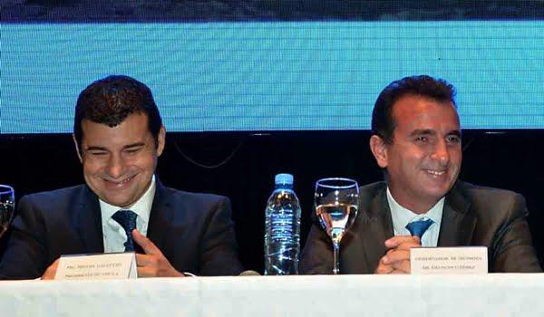 Miguel Galuccio, CEO de YPF, con el gobernador Francisco Pérez durante la presentación de la Empresa Mendocina de Energía. Foto: Prensa Gobierno de Mendoza