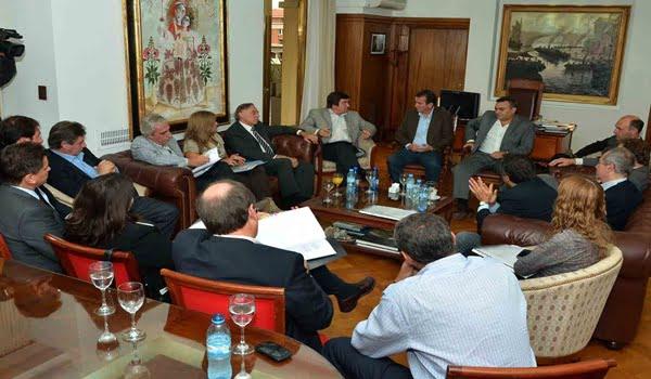 El gobernador Francisco Pérez con legisladores nacionales por Mendoza trataron la crisis del proyecto Potasio Río Colorado. Foto: Prensa Gobierno de Mendoza.