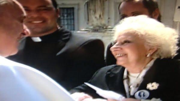 En el Vaticano, Bergoglio y Carlotto cruzan saludos. Foto: Twitter Elisabetta Piqué (@bettapique)