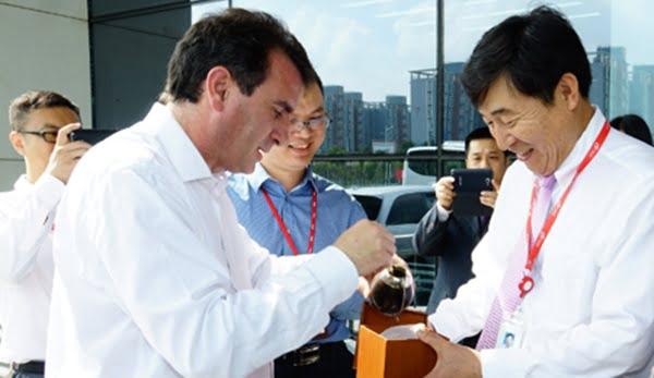 El gobernador Pérez llegó a China este fin de semana y en los días siguientes ofrecerá condiciones a inversores chinos para que le compren a Vale el proyecto Potasio Río Colorado. Foto: Prensa del Gobierno de Mendoza
