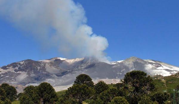El volcán Copahue se convirtió en una amenaza.  Foto: Télam