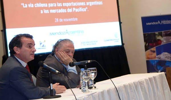 Francisco Pérez y Ginés González García en un seminario sobre Chile, este jueves en Mendoza. Foto: Prensa Gobierno de Mendoza