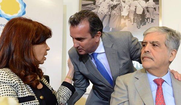 El gobernador Pérez estuvo este jueves en la Casa Rosada Cristina Fernández y el ministro Julio De Vido en un anuncio de construcción de viviendas. Foto: Prensa Gobierno de Mendoza