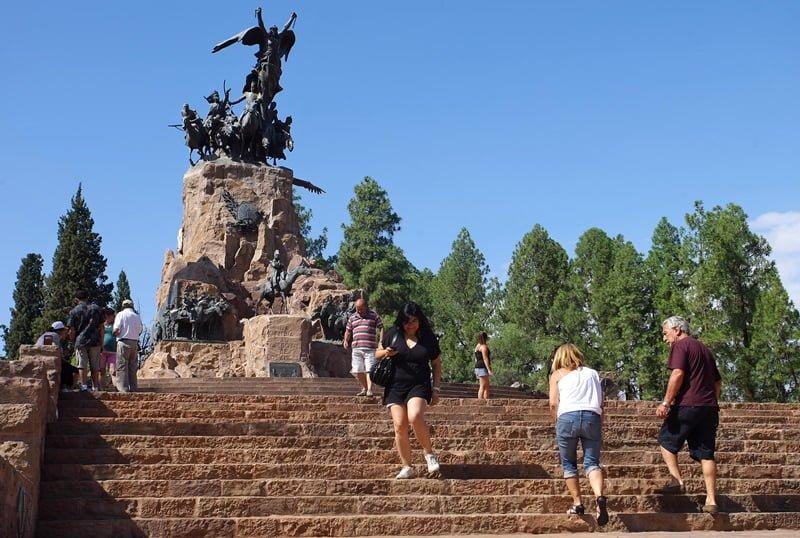 Mendoza, 15-01-13. 12-01-13. Recorrida movimiento turístico de Mendoza, Terminal de omnibus, Parque General San Martín, Cerro de la Gloria, Hotel Diplomatic, regionales, Plaza Independencia y Peatonal