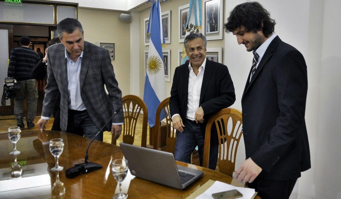 Enrique Vaquié, Alfredo Cornejo y Facundo Biffi en la presentación de la nueva medición del IPC de la DEIE. Foto: Prensa Gobierno de Mendoza